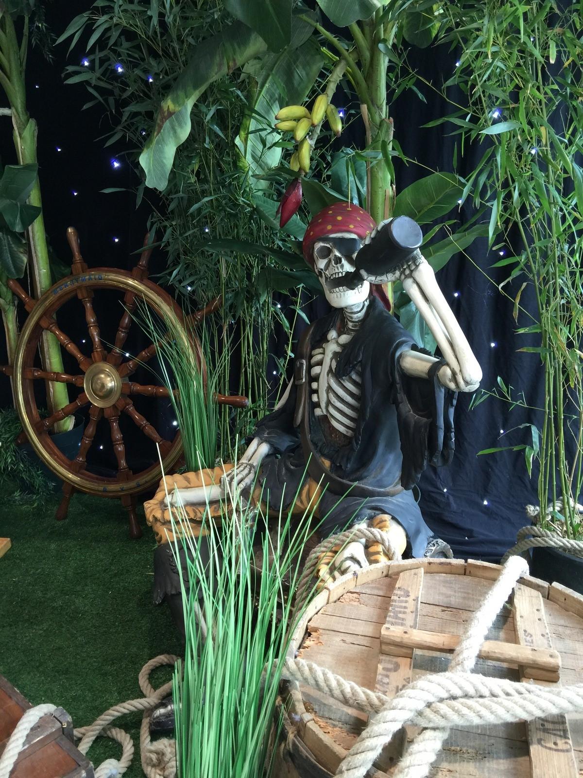Location de statue de squelette pirate